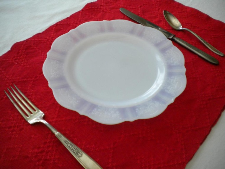 Red Placemats in Spot Bronson Lace