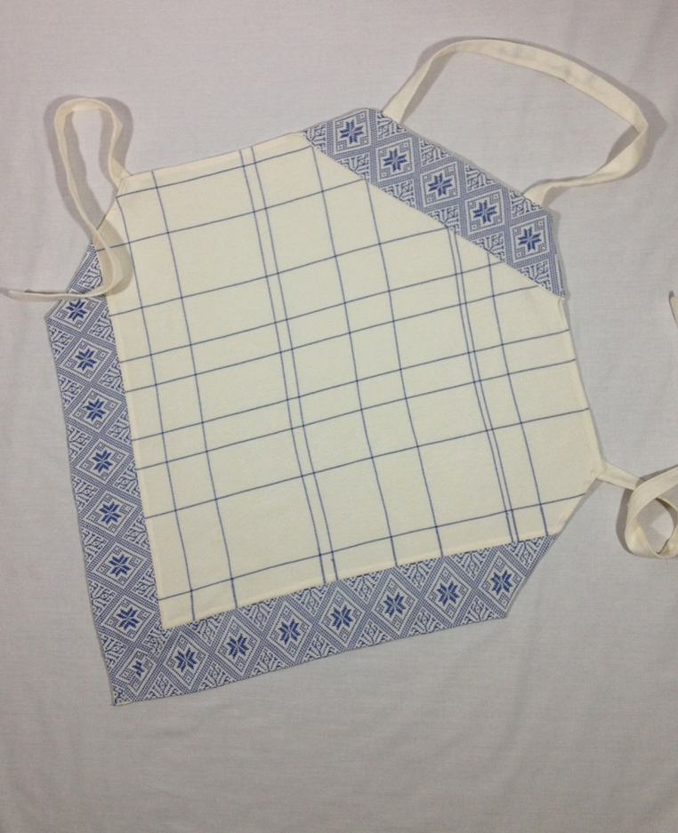 White Apron with Star and Leaf Pattern